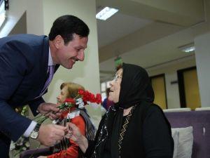 Erdoğan Tok Huzur Evindeki Anneleri Sevindirdi