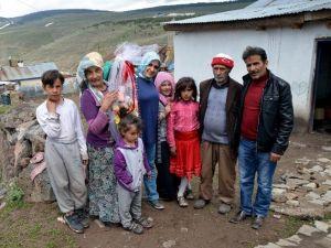 Sarıkamış'ta Bedensel Ve Zihinsel Engelli Anne 'Yılın Annesi' Seçildi