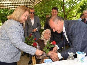 Vali Çakacak Huzurevi'ndeki Anneleri Ziyaret Etti