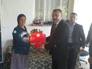 Akhisar Ülkü Ocakları Şehit Annelerin Anneler Günü'nü Kutladı