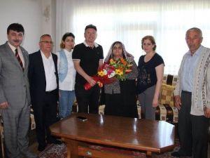 Başkan Kantarcı'dan Annelere Anlamlı Ziyaret