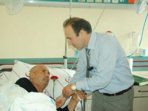 Başhekimden Engelli Hastalara Karanfil