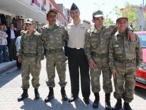 Engelli Gençler, Askere Uğurlanıp Karşılandı