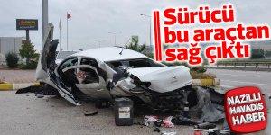 Hurdaya dönen aracın sürücüsü hayatta kaldı