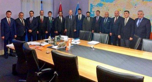 AK Parti'de Başbakan'a sunulan <blink><span style=