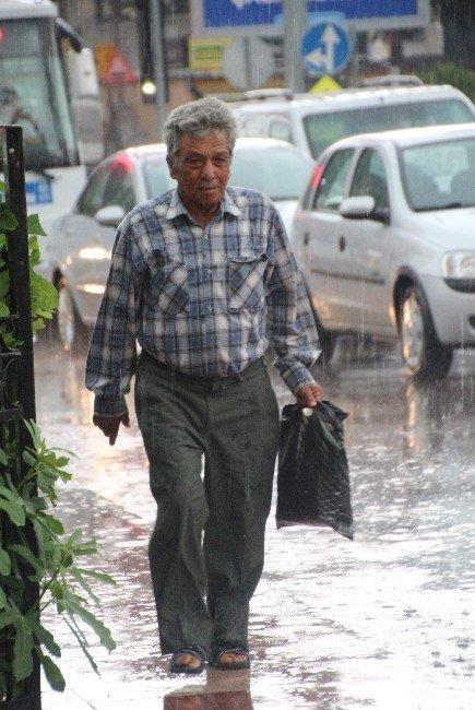 Aydın'da Yağış Hayatı Felç Etti