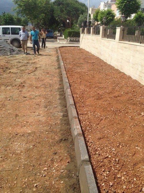 Davutlar'da Yol Yapımı Ve Kaldırım Çalışmaları