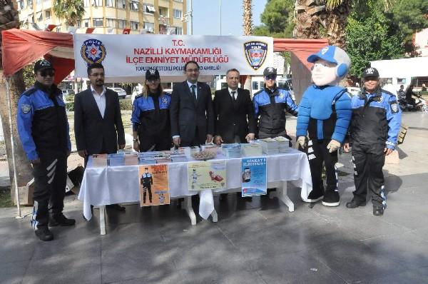 nazilli-polisi-uyarici-brosur-dagitti-(1).jpg