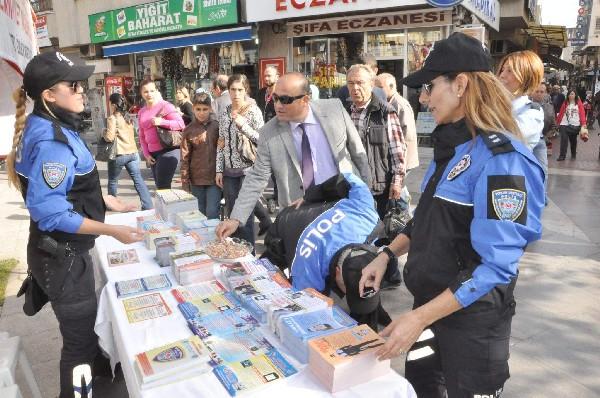 nazilli-polisi-uyarici-brosur-dagitti-(3).jpg